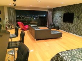 Hotel Photo: Luxurious Studio Apartment - Close to the Airport