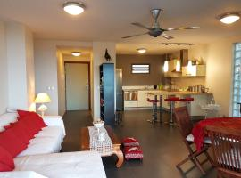 Hotel Photo: Appartement Tepoe by Tahiti Homes