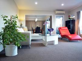 Hotel photo: Awesome Vacation Home West Auckland