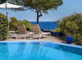 Hotel photo: Sea Front Villa with access Mallorca 8 pers