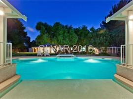 Hotel Photo: Luxurious 5BR close to Las Vegas Strip - Sleeps 20