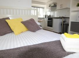 A picture of the hotel: Cosy Clapham Studio