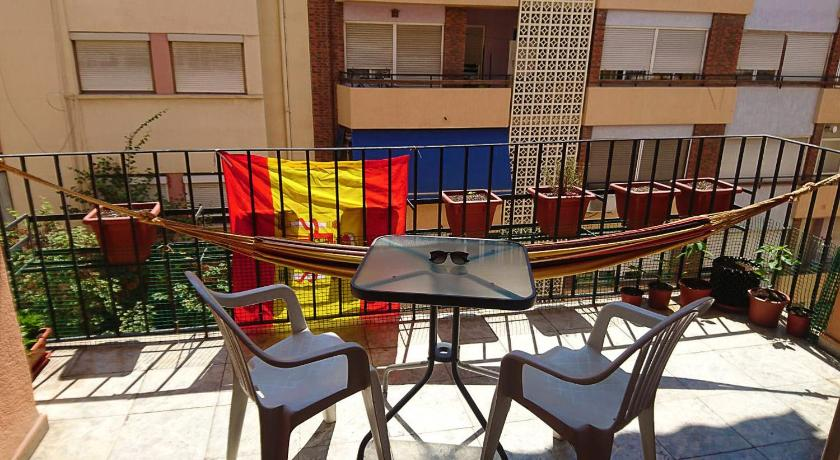 alicante chat rooms Large and modern room in alicante new calle general primo de rivera, alicante, spain booked 14 times - 11 reviews report roland's place private room 1 capacity 1 rooms 1 bathrooms about the place large apartment in the center of alicanteguestroom, 22m2, kitchen, bathroom and balcony to share rates include breakfast.