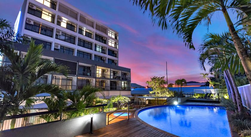 Best time to travel Australia Sunshine Tower Hotel