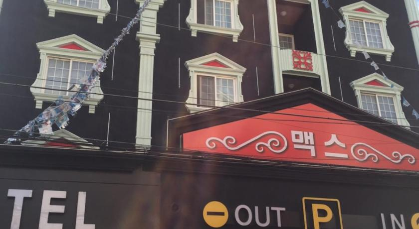 Best time to travel South Korea Max Motel