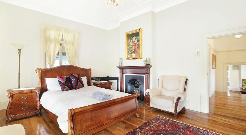 Best time to travel Australia Apartment Finchley