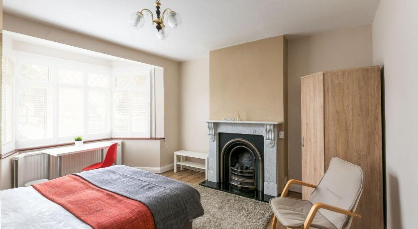 Best time to travel London Self Catering Rooms