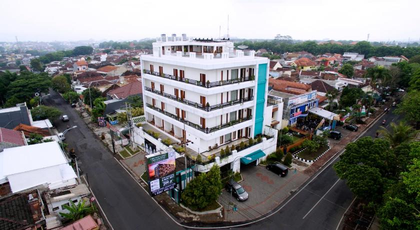 More About Ratu Homestay Malang