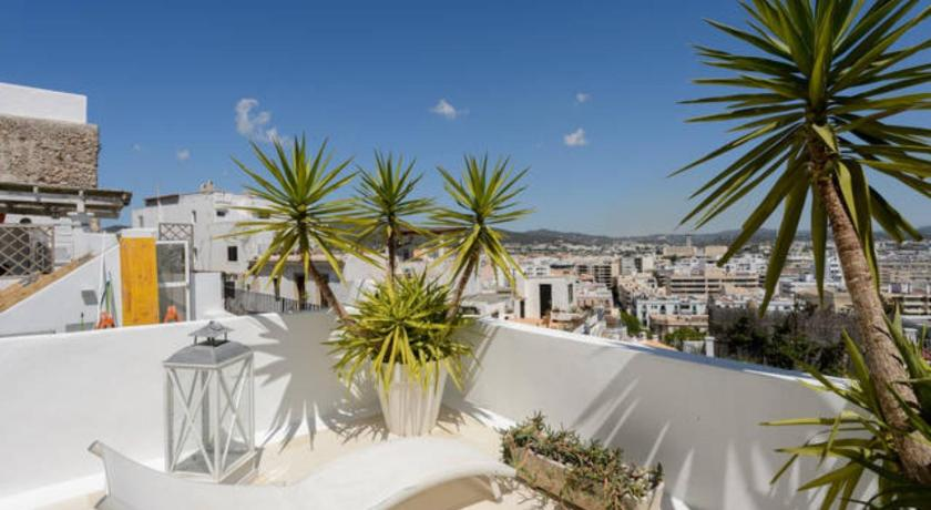 Best time to travel Ibiza Dalt vila house
