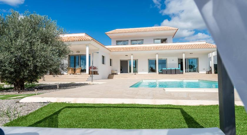 Best time to travel Spain Villa Elena