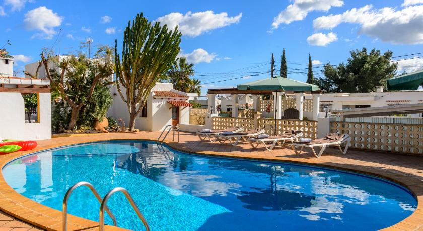 Best time to travel Spain Villa Can Giovanni