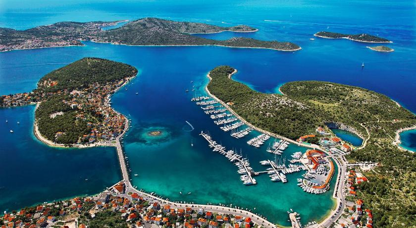 Best time to travel Solin Marina Hotel Resort Frapa - Otok