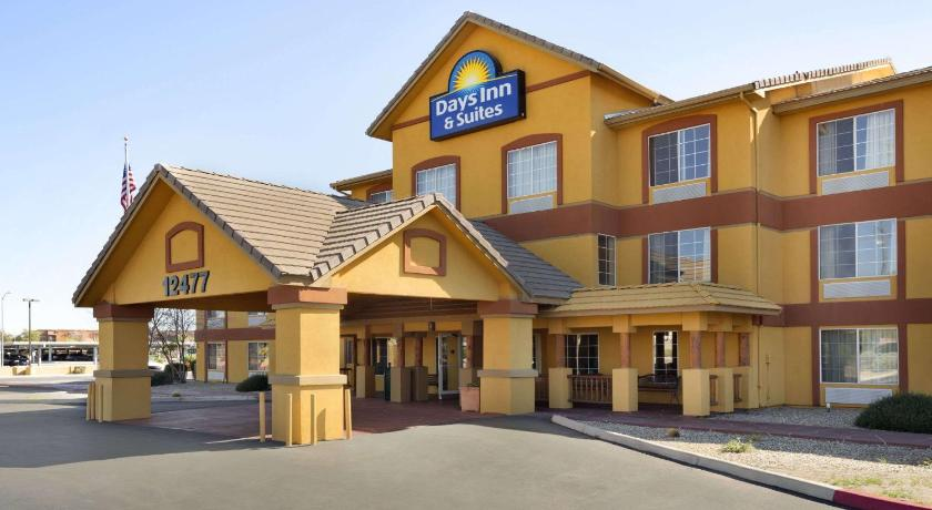 Best time to travel United States Days Inn & Suites by Wyndham Surprise
