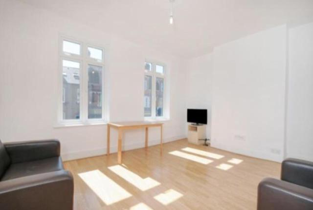 Best time to travel London Friendly large 2 rooms in Wimbledon