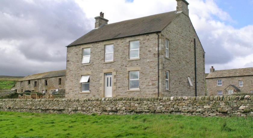 Best time to travel United Kingdom Whitlow Farm House