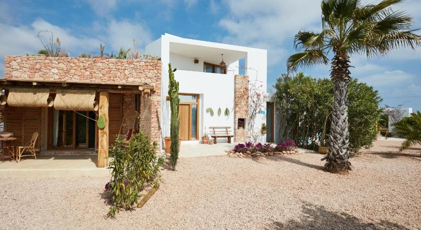 Best time to travel Spain Can Tres Formentera