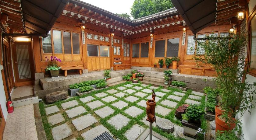 Best time to travel Seoul Sohyundang Guesthouse