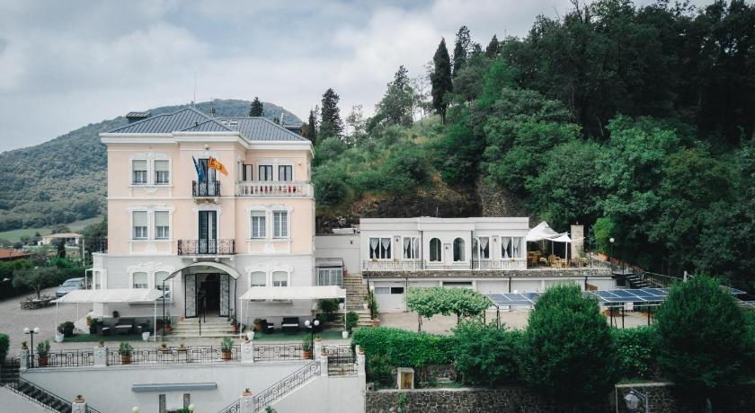 Best time to travel Italy Villa Lussana