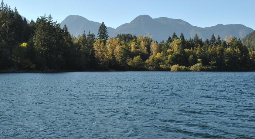Lake of the woods resort in hope bc room deals photos for Lake of the woods fishing resorts