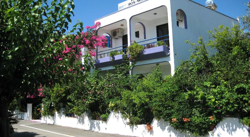Best time to travel Greece Rosmari Hotel