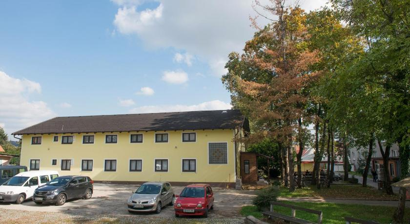 Best time to travel Slovenia Hostel M