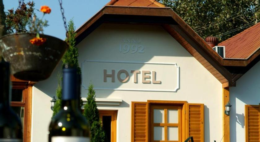 Best time to travel Hungary Hotel Vineyard Inn