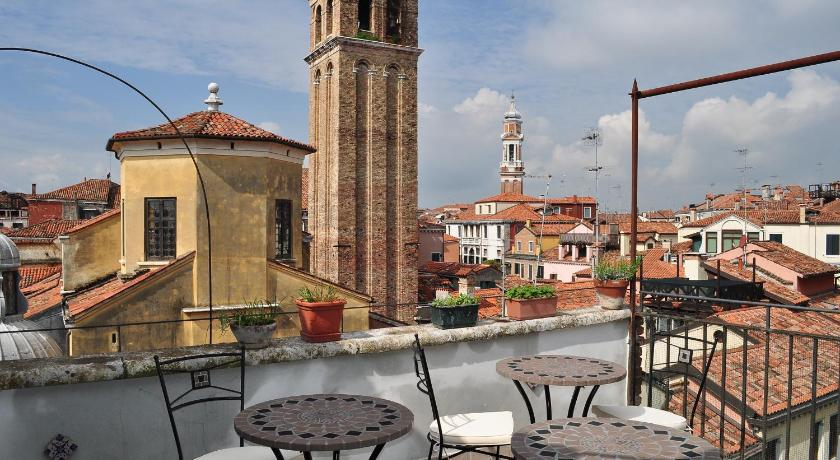 Best Price on B&B La Terrazza Dei Miracoli in Venice + Reviews!