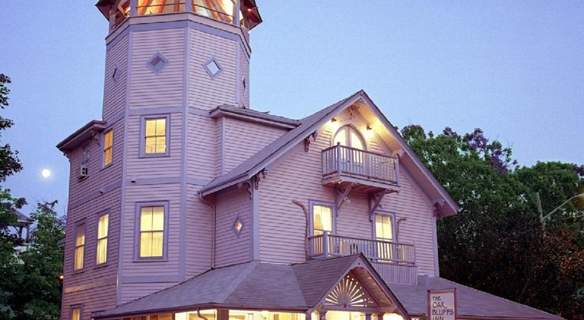 Best time to travel United States The Oak Bluffs Inn