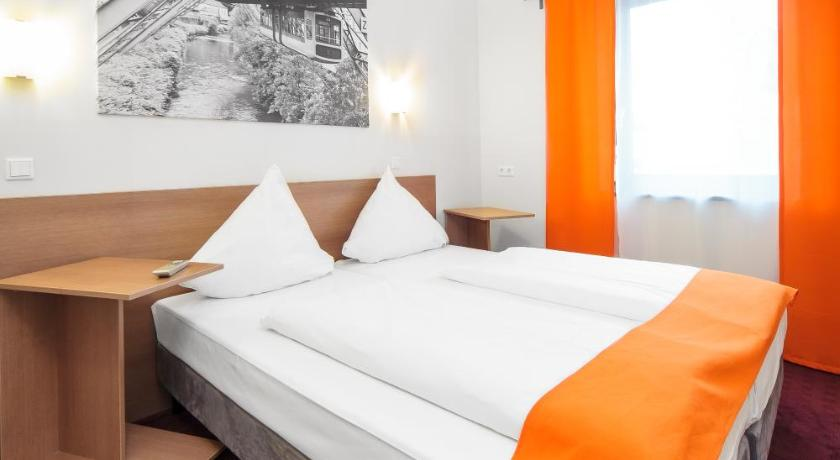 Best price on mcdreams hotel wuppertal city in wuppertal for Hotel wuppertal