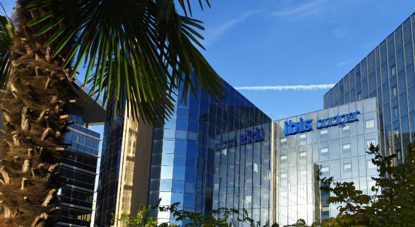 Best time to travel French Riviera ibis budget Nice Aeroport