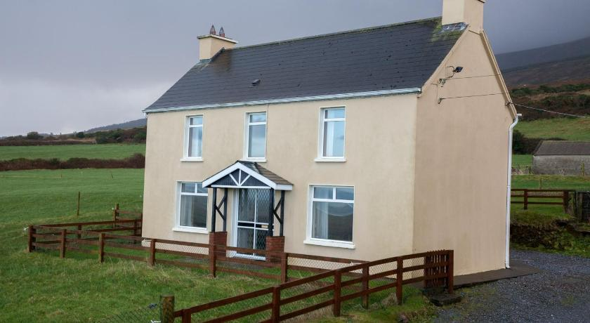 Best time to travel Ireland Fort Farmhouse Self-Catering