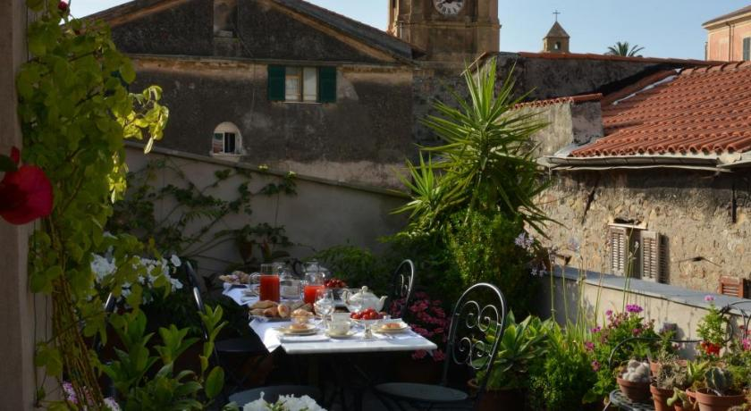 Best Price on La Terrazza di Vico Olivi B&B in Ventimiglia + Reviews!