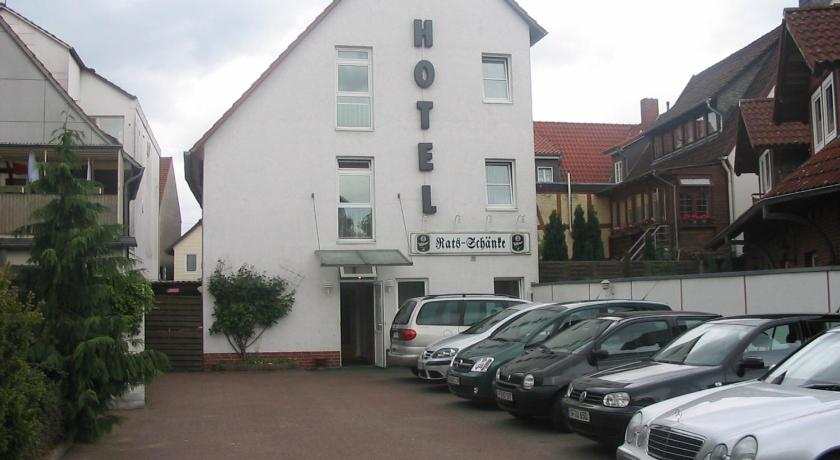 Ratsschänke - Hotel Garni, Gifhorn, Germany - Photos, Room Rates ...