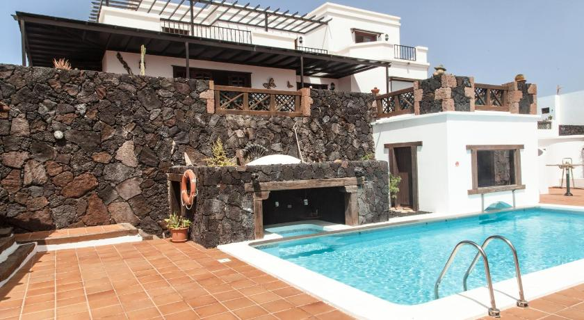 Best time to travel Lanzarote Casa Cristian