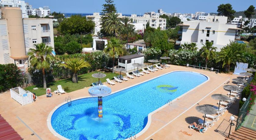 Best time to travel Spain Aparthotel Club La Sirena