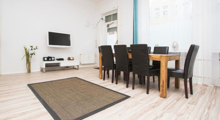 Best time to travel Pankow Apartment for Families and Groups 26
