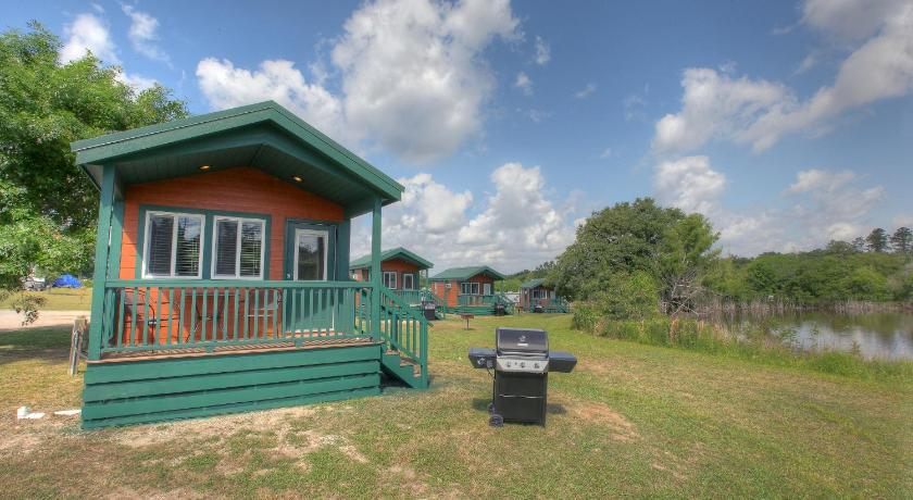 More About Lake Conroe Queen Studio Cabin 9