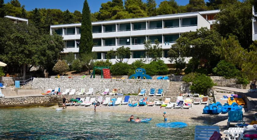 Best time to travel Solin Hotel Sirena