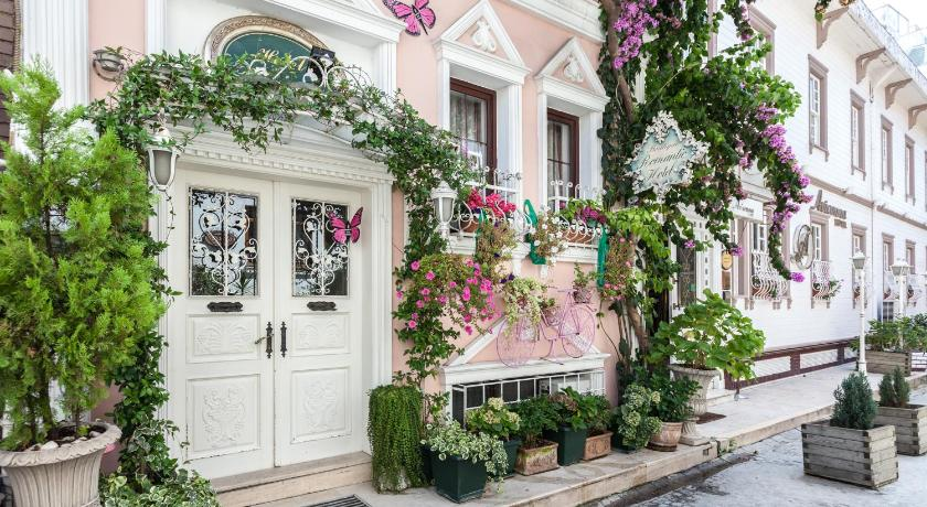 Best time to travel Istanbul Romantic Hotel Istanbul
