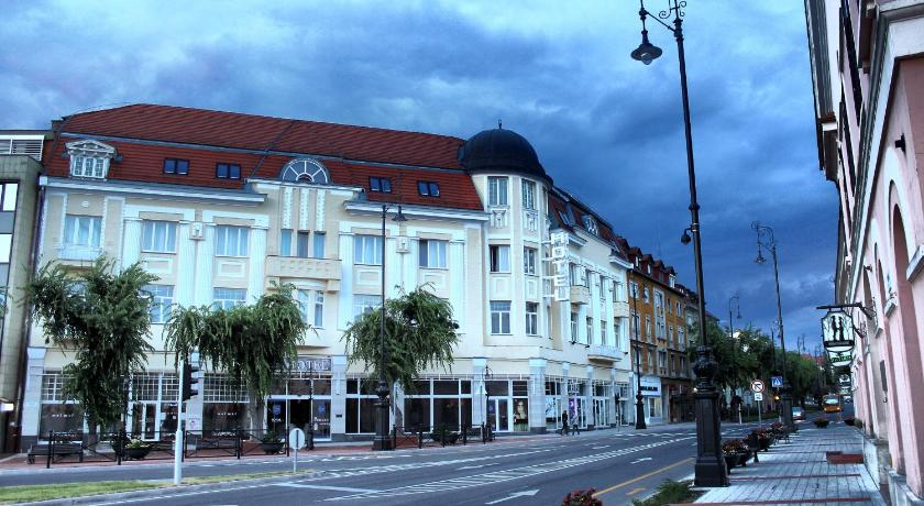 Best time to travel Hungary Hotel Central