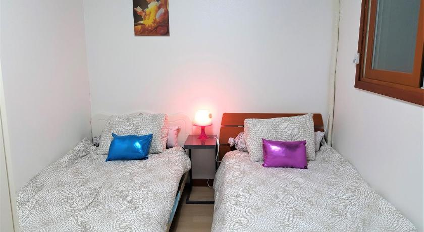 Best time to travel Seongnam Munjeong Guest House