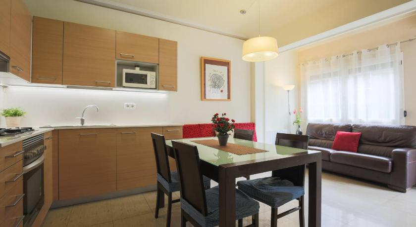 Aparteasy - Family 4 Bedrooms Apt. - Barcelona