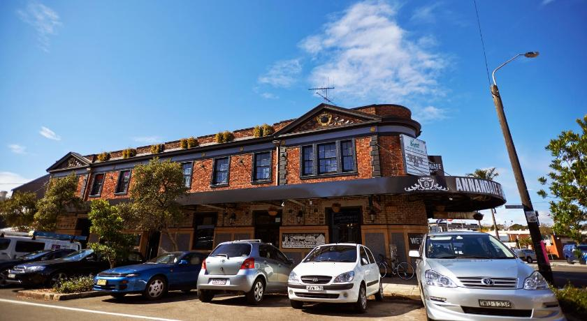 Best time to travel Australia Annandale Hotel