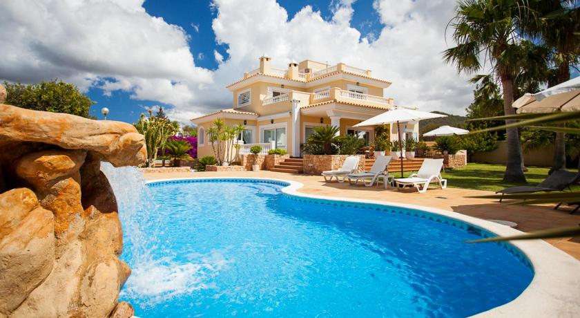 Best time to travel Spain Villa Amalia