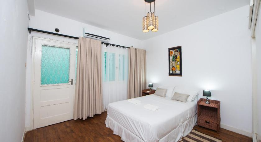 Best time to travel Maputo Patrice Lumumba Apartment