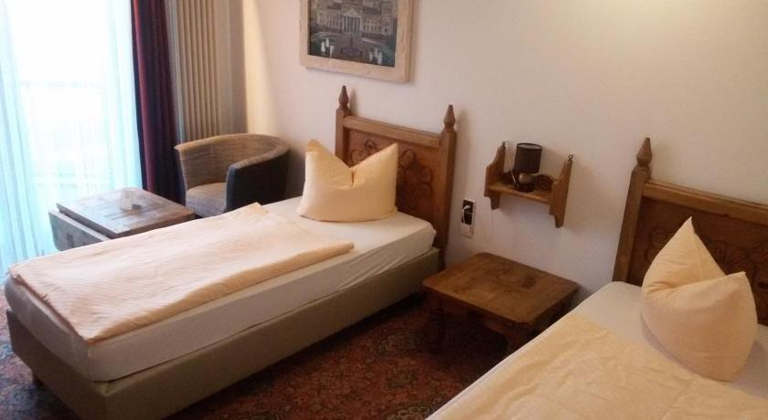 Best time to travel Pankow Solitaire Hotel