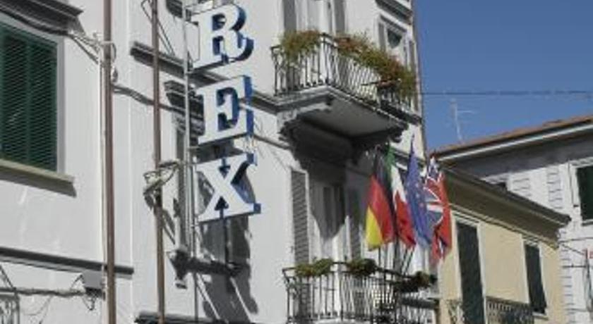 Best time to travel Italy Hotel Rex