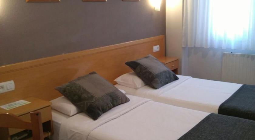 Best time to travel Spain Hotel Costa Verde