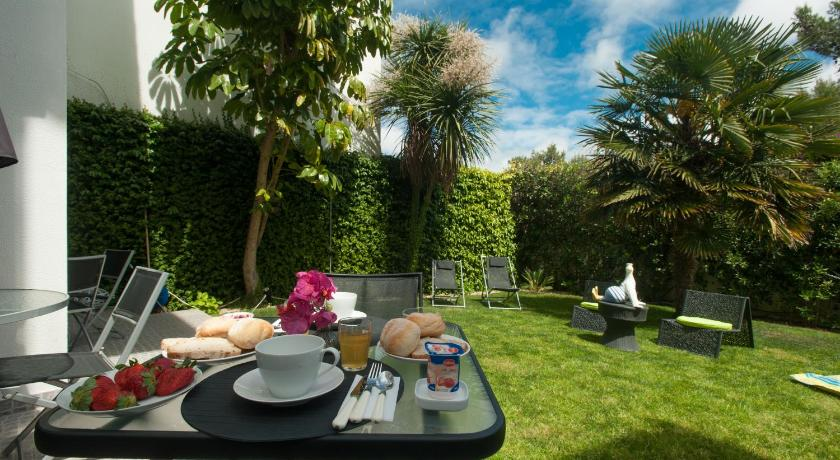 Best time to travel Amora Dolce Cascais Guest House