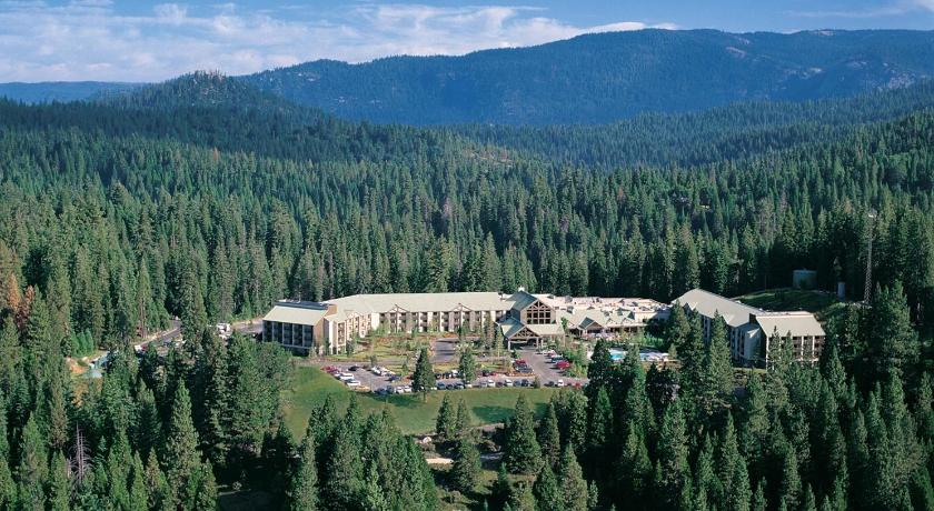 Best price on tenaya lodge in fish camp ca reviews for Hotels near fish camp ca